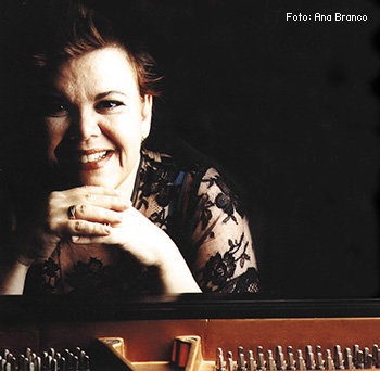 Lilian-ao-piano